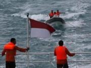 Tin quốc tế - Vụ QZ8501: Người nhà nạn nhân trực tiếp ra biển tìm kiếm