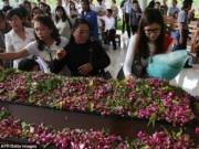 Tin tức - Bật khóc những hình ảnh đau thương vụ QZ8501