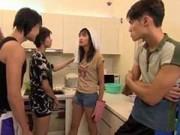 """Đi đâu - Xem gì - Nguyễn Oanh trở thành """"tâm điểm"""" cuộc thi Next Top?"""