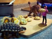 Dạy con - Ảnh độc cha photoshop con gái phiêu lưu với khủng long
