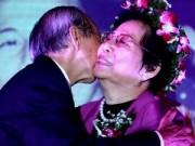 """Hậu trường - Nhạc sĩ Nguyễn Ánh 9 hôn vợ trong """"đám cưới vàng"""""""