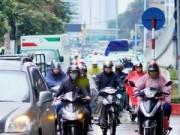 Tin trong nước - Người Hà Nội co ro trong mưa rét tệ hại nhất từ đầu mùa