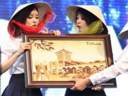 Làng sao - T-ara háo hức đội nón lá do fan Việt tặng
