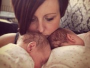 Bà bầu - Cặp song thai chung bọc ối sống sót kỳ diệu
