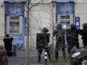 Tin tức - Thêm một vụ bắt cóc con tin rúng động ở ngoại ô Paris