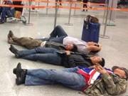 Tin tức - Hành khách nằm dài tại sân bay vì Jetstar hủy chuyến