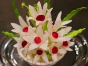 Bếp Eva - Tỉa hoa từ củ cải xinh xắn trang trí bàn ăn