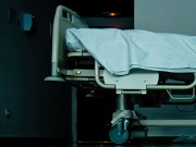 Làm mẹ - TQ: Bé gái 13 tuổi ép mẹ phải phá thai