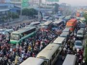"""Tin tức - Đèn giao thông ngưng hoạt động, xa lộ Hà Nội """"tê liệt"""""""