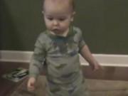 Clip Eva - Bé 16 tháng tuổi chơi trò đoán chữ như thần đồng