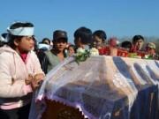 Tin tức - Cả ngàn người dự đám tang hai cha con bị sát hại