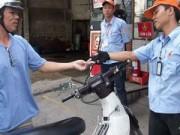 Tin tức - Giá xăng dầu giảm sâu, lo ngại xuất hiện buôn lậu