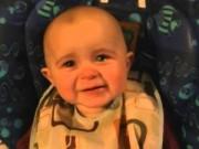 Clip Eva - Em bé 10 tháng tuổi khóc khi nghe mẹ hát