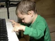 Clip Eva - Cậu bé 4 tuổi bị mù chơi nhạc tài tình