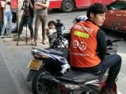 """Eva Yêu - Chàng xe ôm Thái Lan """"hớp hồn"""" phái nữ vì quá điển trai"""