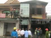 """Tin tức - Nghệ An: Chủ nhà đi vắng, """"bà hỏa"""" thiêu rụi nhà 2 tầng"""