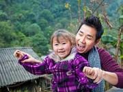 Làng sao - Nguyên Khang rạng ngời bên trẻ em vùng cao