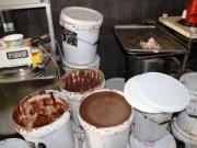 Tin hot - Phát hiện lò bánh kẹo Tết làm từ cacao trôi nổi