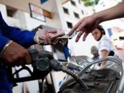 Tin trong nước - Tín hiệu vui cho đời sống dân sinh năm 2015 qua những lần giảm giá xăng
