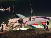 Tin tức - Trục vớt máy bay Đài Loan, 31 người thiệt mạng