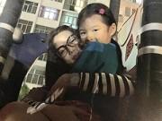 """Làng sao - Trương Ngọc Ánh trẻ trung như """"gái đôi mươi"""" bên con gái"""