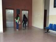 Tin tức - Một nữ sinh viên bị tạt a-xít ngay tại trường
