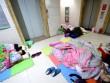 Làm mẹ - TQ: Trời lạnh, cha mẹ bệnh nhi ngủ la liệt hành lang bệnh viện