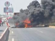 Tin hot - Xe container bốc cháy ngùn ngụt trên Quốc lộ 1