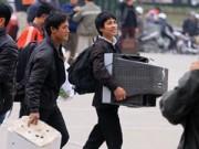 Tin trong nước - Ti vi, mai cảnh theo người dân về quê 'đón' Tết