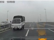 Tin tức - Truy tìm xe tải chạy ngược chiều trên cầu Nhật Tân
