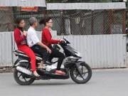 """Tin tức - Người Hà Nội vô tư để đầu trần """"cưỡi"""" xe máy đi chúc Tết"""