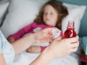 Làm mẹ - Những sai lầm của cha mẹ khi cho bé uống thuốc