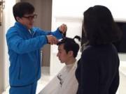 Làng sao - Thành Long cắt tóc cho con trai sau khi ra tù