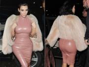 """Người nổi tiếng - Kim Kardashian bị so sánh với """"cây xúc xích"""""""