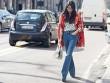 Tín đồ thời trang Milan mặc quần loe đổ xô ra phố