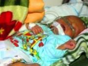 Tin nóng trong ngày - Đưa bé trai bị đẻ rơi xuống bồn cầu ra Hà Nội điều trị