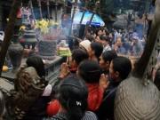 Tin tức - Dòng người đổ về lễ Khai ấn đền Trần