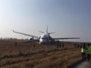 Tin quốc tế - Sương mù dày đặc, máy bay trượt khỏi đường băng