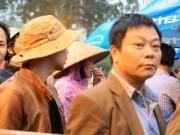 Tin tức - Khách thập phương đội mưa xin ấn đền Trần