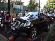 Tin tức - Tài xế đột tử, ô tô Mercedes lao đầu vào xe khách