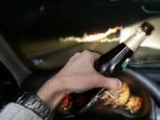 """Tin tức - """"Ma men"""" lái xe: Cứ có nồng độ cồn là thu xe"""