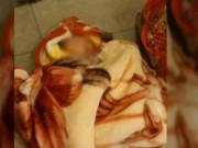 Tin tức - TQ: Bé 2 tháng tuổi bị bỏ rơi trong cây ATM