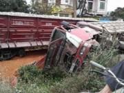 Ngày mới - Tàu hỏa tông ô tô tải, lái tàu gãy chân