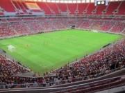 Tin tức - Sân bóng đắt giá nhất nhì thế giới thành… bãi đỗ xe bus!