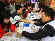 Tin hot - Hàng ngàn người tham gia hiến máu trong mưa rét