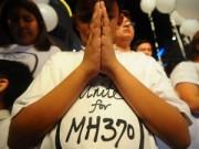 """Tin tức - Một năm MH370: Trẻ thơ và câu hỏi """"Bao giờ bố mẹ trở về?"""""""