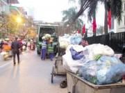 Tin tức - Hà Nội: Hiểm họa từ việc rác chiếm lòng đường