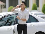 Làng sao - Vũ Tuấn Việt bảnh bao tự lái xe sang đi mua sắm