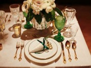 Trang trí bàn ăn lãng mạn ngày Valentine trắng