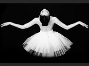 Thời trang - Linh Nga gợi cảm tinh tế trong bộ ảnh ngực trần tập múa